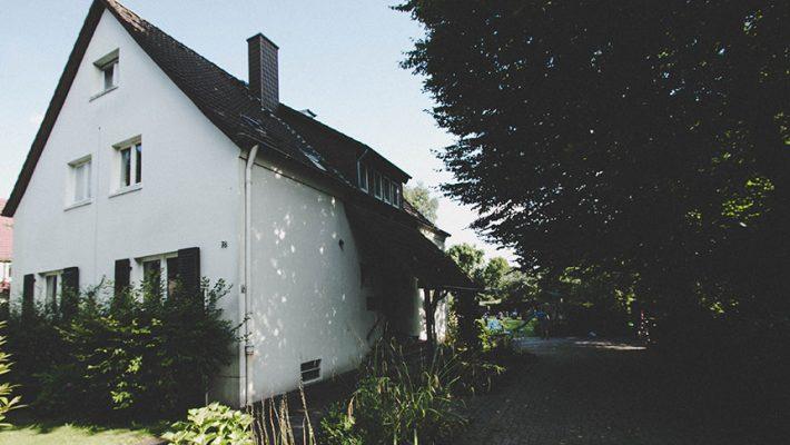Haus und Einfahrt
